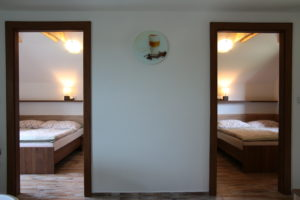 Pohled na 1. a 2. pokoj v Chaloupce