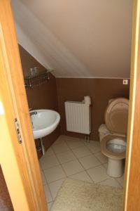 Toaleta v 1. pokoji na Oříšku